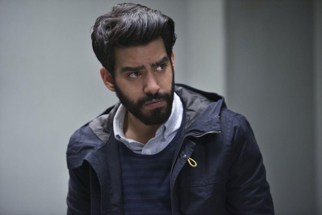 Ravi (Rahul Kohli) hofft auf eine neue Liebschaft, die Liv möglicherweise nicht so gut gefällt ... - Bildquelle: Warner Brothers