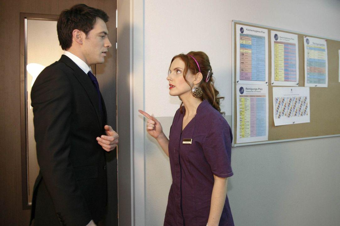 Als Manu (Marie Zielcke, r.) erfährt, dass Mark (Arne Stephan, l.) sich offensichtlich nicht an ihre Ansage hält, Daniel in Ruhe zu lassen und den... - Bildquelle: SAT.1