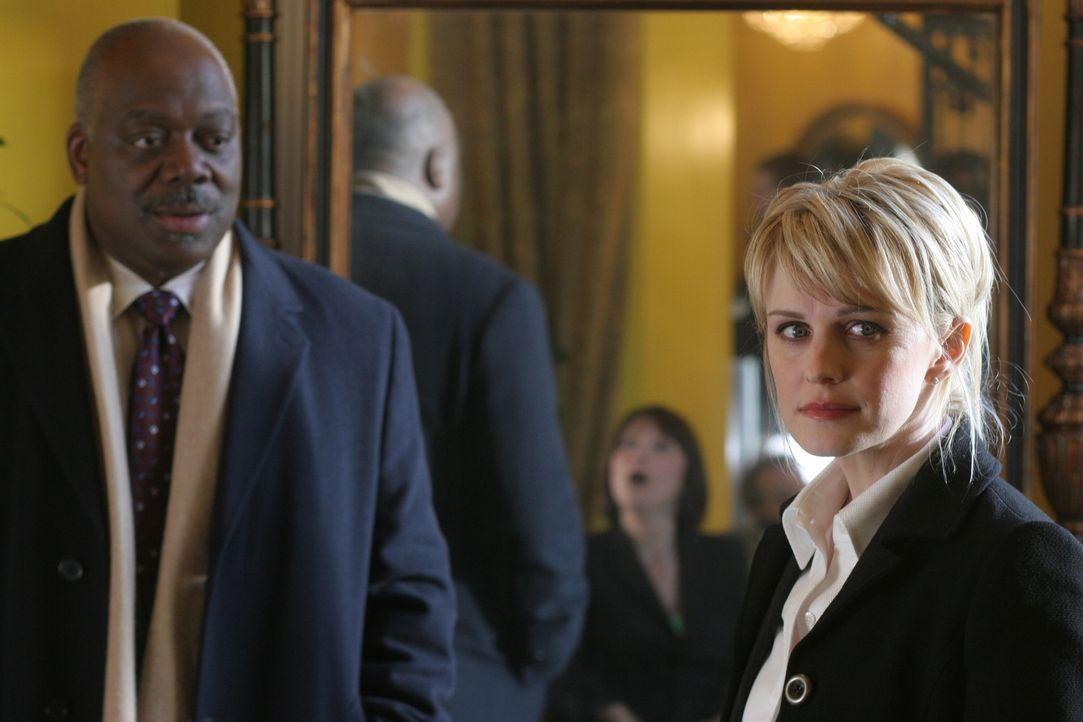 Die Ermittlungen gehen nur schleppend voran: Will (Thom Barry, l.) und Lilly (Kathryn Morris, r.) ... - Bildquelle: Warner Bros. Television