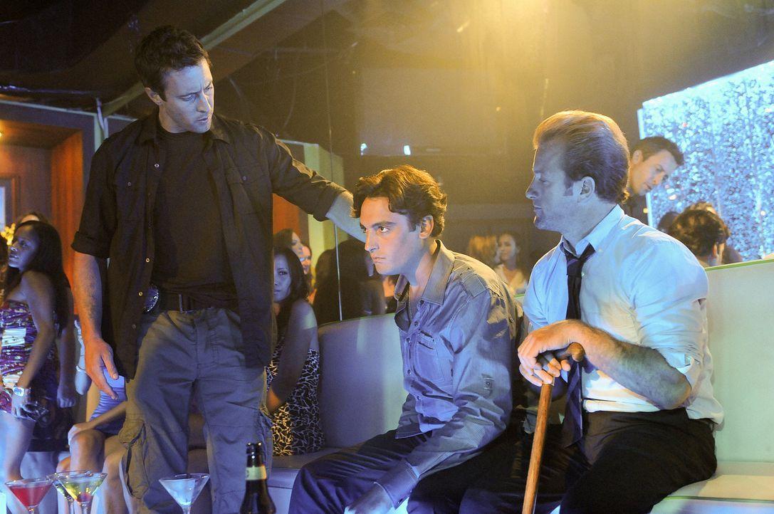 Danny (Scott Caan, r.) und Steve (Alex O'Loughlin, l.) ermitteln in einem neuen Fall und stoßen dabei auf Jordan (Cyrus Legg, M.). Doch hat er mit d... - Bildquelle: TM &   2010 CBS Studios Inc. All Rights Reserved.