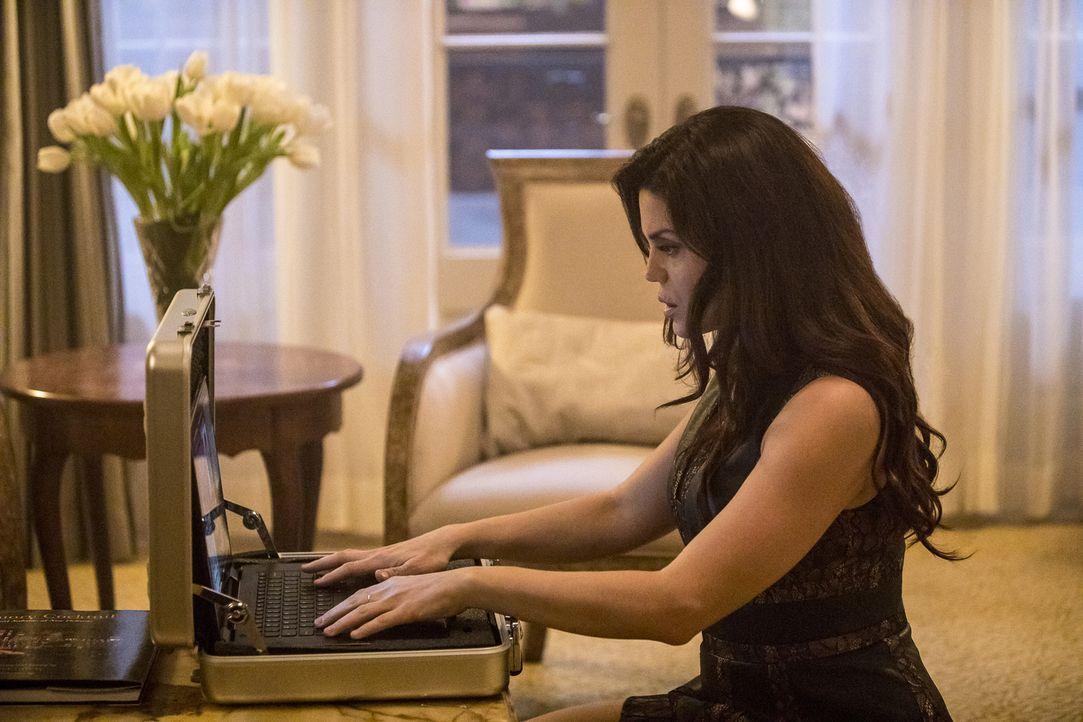 Undercover: Special Agent Gregorio (Vanessa Ferlito) ahnt noch nicht, dass sie in der Falle sitzt ... - Bildquelle: Skip Bolen 2016 CBS Broadcasting, Inc. All Rights Reserved