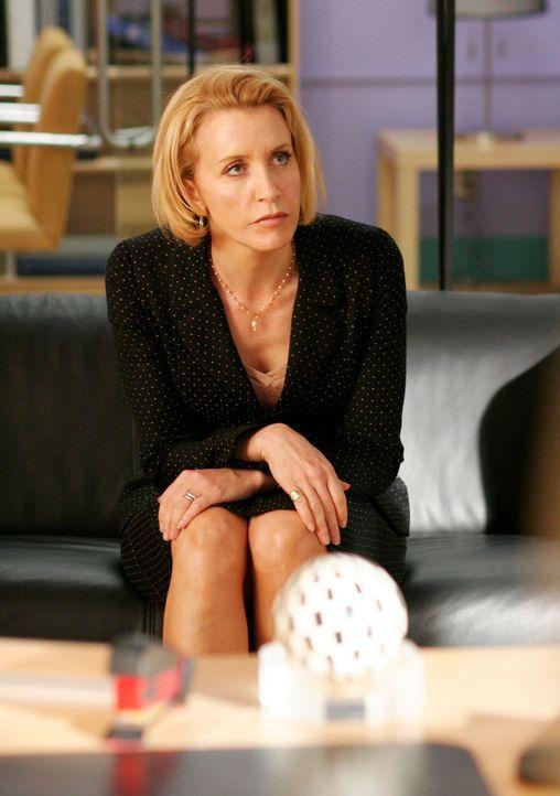 Lynette (Felicity Huffman) hat keine Lust mehr Sonderschichten zu schieben und versucht deshalb, Eds Sexualleben aufzufrischen, da dieser Eheproblem... - Bildquelle: 2005 Touchstone Television  All Rights Reserved
