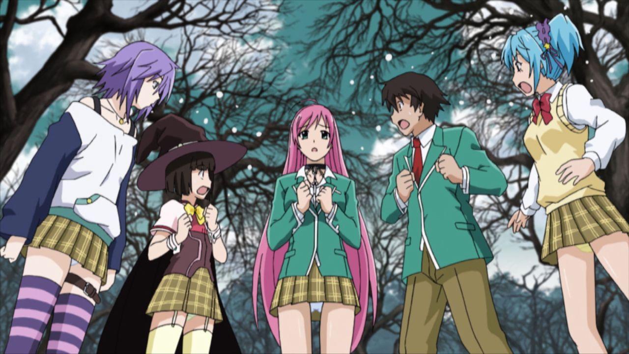(v.l.n.r.) Mizore Shirayuki; Yukari Sendo; Moka Akashiya; Tsukune Aono; Kurumu Kurono - Bildquelle: 2015 Akihisa Ikeda/Shueisha. Rosario+Vampire Project