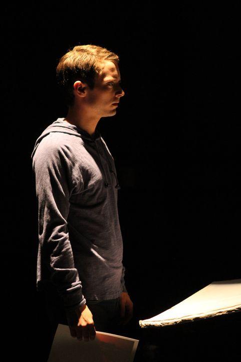 Nachdem Wilfred seinem Kumpel Ryan (Elijah Wood) Drogen ins Getränk gemischt hat, durchlebt dieser einen Horrortrip ... - Bildquelle: 2011 FX Networks, LLC. All rights reserved.