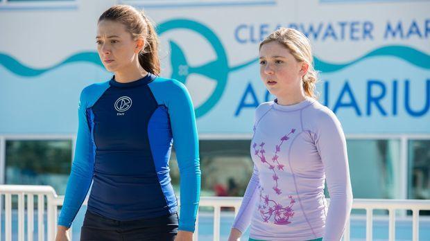 Als Delfin Panama stirbt, sind Rebecca (Juliana Harkavy, l.) und Hazel (Cozi...