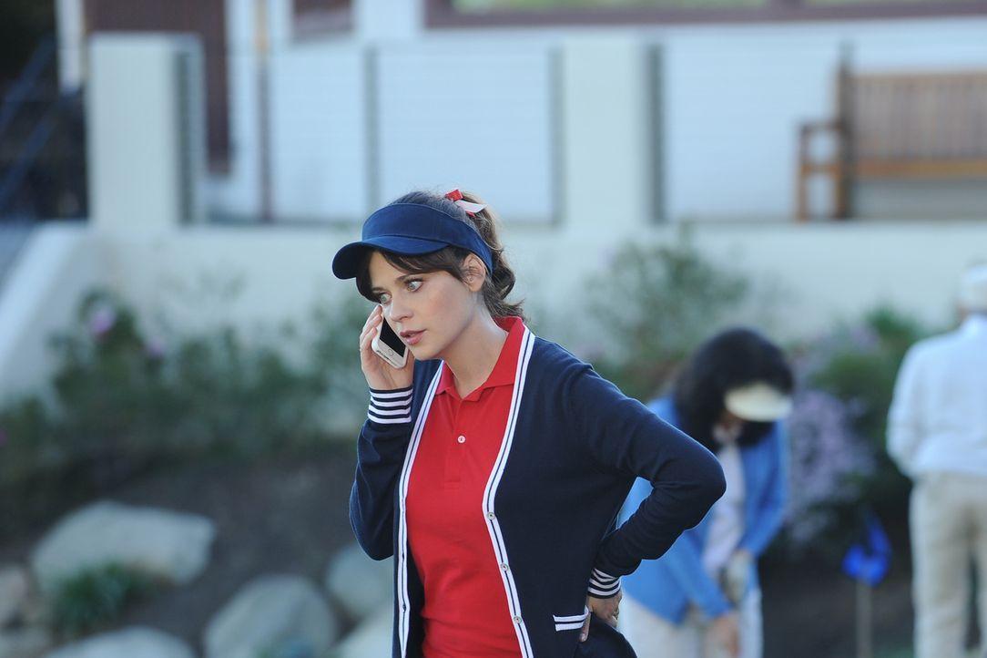 Eigentlich wollte Jess (Zooey Deschanel) bei einem Wohltätigkeits-Golf-Spiel nur ein paar Bildungssenatoren auf ihre Seite ziehen ... - Bildquelle: 2015 Twentieth Century Fox Film Corporation. All rights reserved.