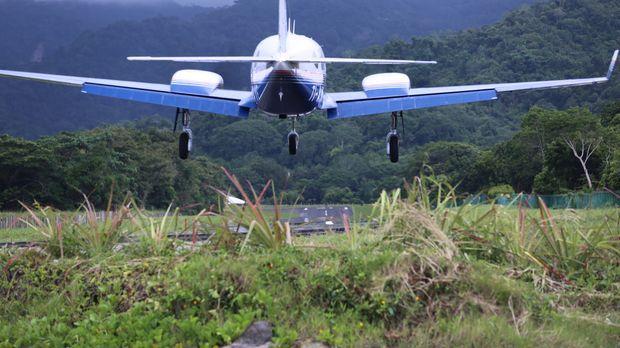 Dave fliegt für eine Show ins 6.400 Kilometer entfernte Costa Rica ... © 2014...