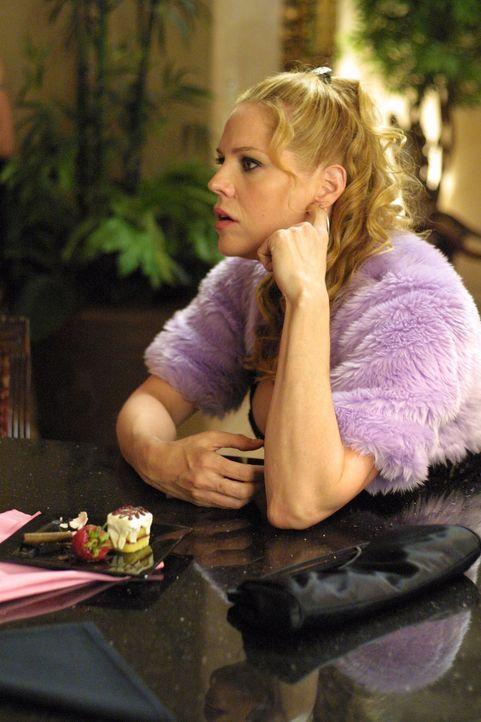 Eine Heiratsschwindlerin wird ins Zeugenschutzprogramm aufgenommen und Mary (Mary McCormack) muss sogar ihre Trauzeugin spielen, um sie vor ihren Ve... - Bildquelle: Cathy Kanavy USA Network