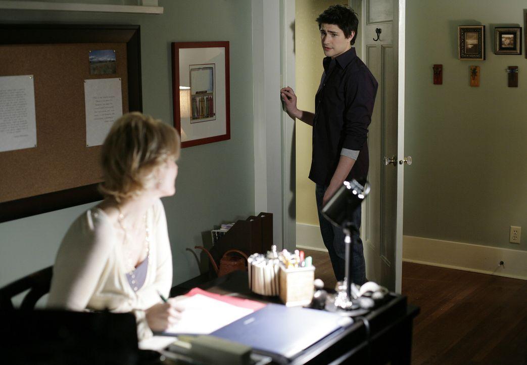 Ihre Freude ist nur von kurzer Dauer, denn Kyle (Matt Dallas, hinten) und Nicole (Marguerite MacIntyre, vorne) wissen noch nicht, wer der neue Arbei... - Bildquelle: TOUCHSTONE TELEVISION