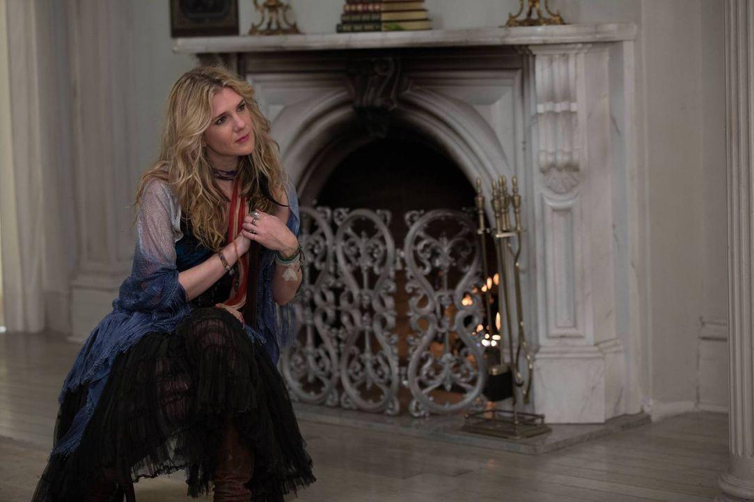 Während Fiona von der dunklen Vergangenheit Marie Laveaus erfährt, versucht Misty (Lily Rabe) mit der Vorstellung, eine Anführerin zu sein, klarzuko... - Bildquelle: 2013-2014 Fox and its related entities. All rights reserved.