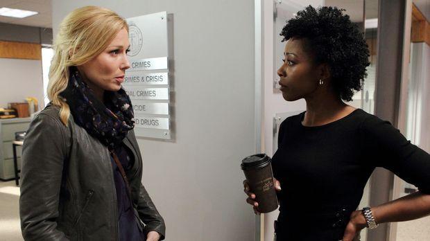 Stehen vor einem besonders komplizierten Fall: Dr. Ridley (Stefanie von Pfett...