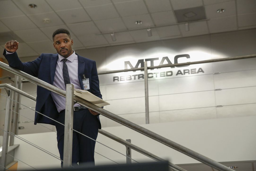 Ermittelt gemeinsam mit dem NCIS-Team: MI6 Officer Clayton Reeves (Duane Henry) ... - Bildquelle: Cliff Lipson 2016 CBS Broadcasting, Inc. All Rights Reserved