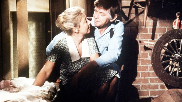Olivia (Michael Learned, l.) wünscht sich noch ein achtes Kind, auch John (Ra...