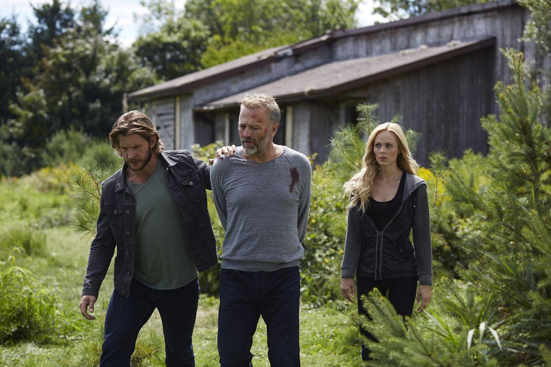 Malcolm (James McGowan, M.) ist ein skrupelloser Killer, aber auch Clay (Greyston Holt, l.) und Elena (Laura Vandervoort, r.) schrecken vor nichts z... - Bildquelle: 2015 She-Wolf Season 2 Productions Inc.