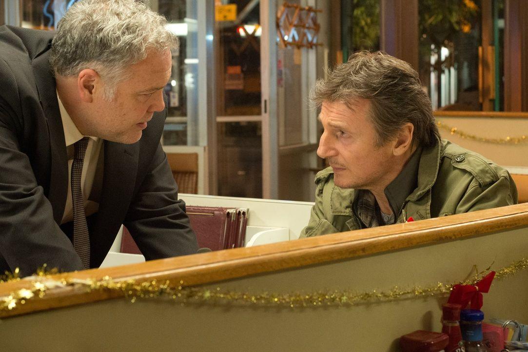 Detective Harding (Vincent D'Onofrio, l.) träumt schon lange davon, Ex-Profikiller Jimmy Conlon (Liam Neeson, r.) vor Gericht stellen zu können. Abe... - Bildquelle: 2013 Warner Bros.