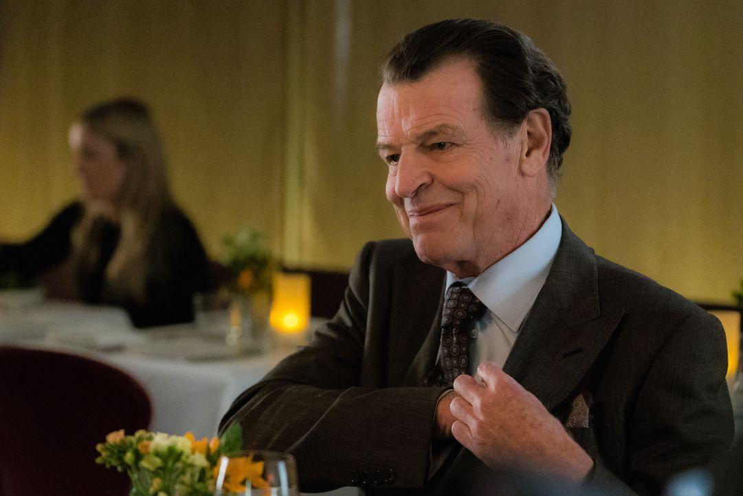 Was führt Morland (John Noble) mit seiner Dinnereinladung an Joan, und nur an Joan, im Schilde? - Bildquelle: Michael Parmelee 2015 CBS Broadcasting Inc. All Rights Reserved.