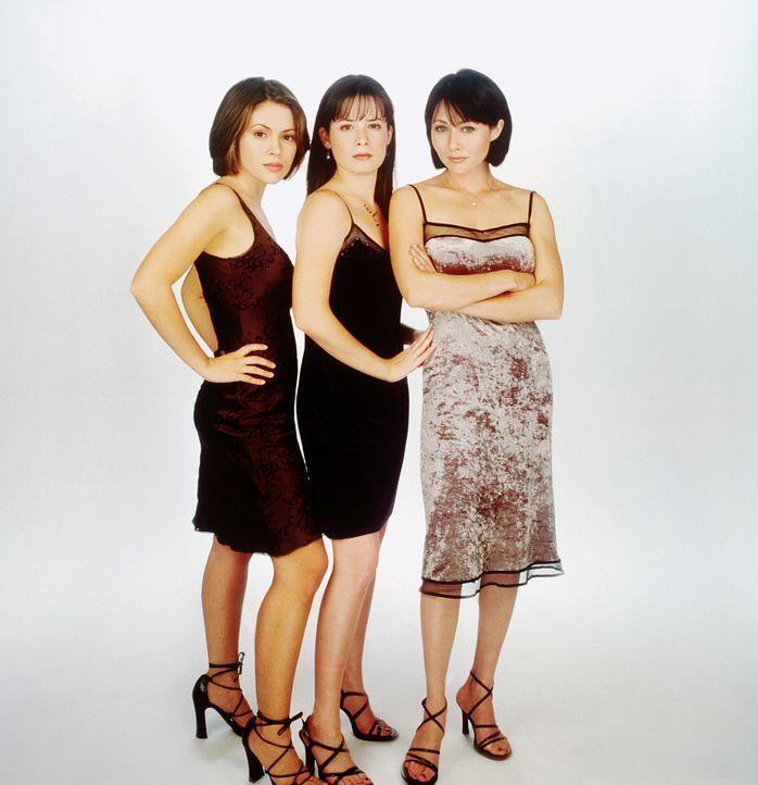 (1. Staffel) - Die drei Hexen sind unschlagbar: Prue (Shannen Doherty, r.), Piper (Holly Marie Combs, M.)  und Phoebe (Alyssa Milano, l.) ... - Bildquelle: Paramount Pictures