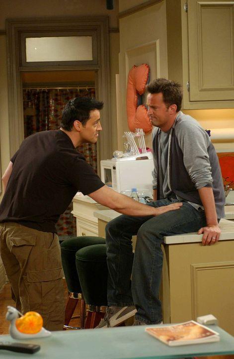 Auch wenn sie nicht immer einer Meinung sind, sind sie Freunde fürs Leben:  Joey (Matt LeBlanc, l.) und Chandler (Matthew Perry, r.) ... - Bildquelle: 2003 Warner Brothers International Television