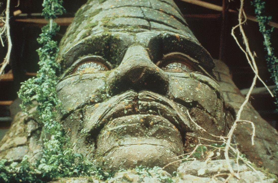 Eine monumentale Steinmaske bildet den Eingang zur Ruinenstadt. - Bildquelle: Paramount Pictures