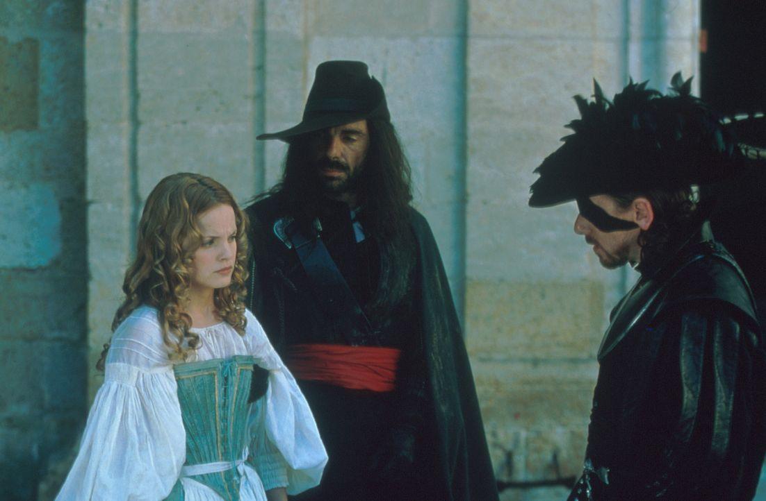 Schon bald erkennt Francesca (Mean Suvari, l.), dass mit dem brutalen Handlanger des Kardinals, Febre (Tim Roth, r.), nicht zu spaßen ist ... - Bildquelle: MDP Worldwide