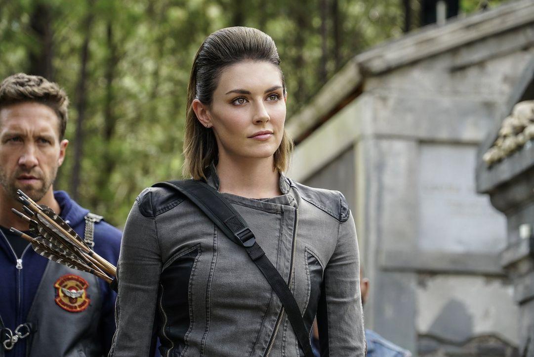 Vincent macht in einem verlassenen Haus eine erstaunliche Entdeckung. Unterdessen erfüllt Sofya (Taylor Cole) ihre Aufgabe als Beschützerin des neue... - Bildquelle: 2016 Warner Brothers