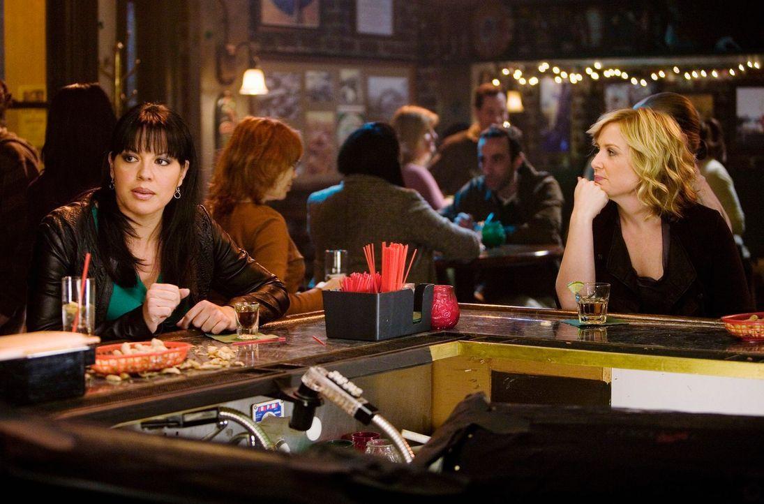 Kommen sich etwas näher: Dr. Arizona Robbins (Jessica Capshaw, r.) und Callie (Sara Ramirez, l.) ... - Bildquelle: Touchstone Television