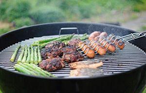Grill mit Fleisch und Gemüse