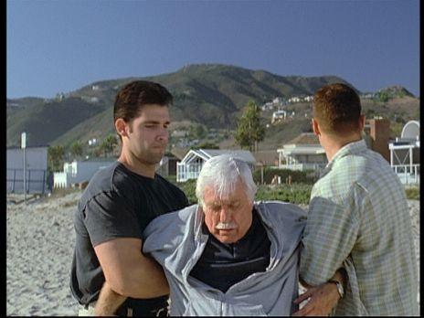 Diagnose: Mord - Mark (Dick Van Dyke, M.) wird von zwei Gangstern, die ihn mi...