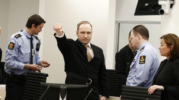 Am 22. Juli 2011 begeht Anders Behring Breivik (2.v.l.) einen Anschlag auf de...