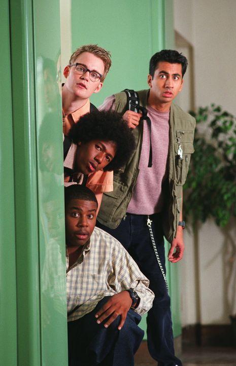 """Wollen auch endlich mit den supercoolen """"Elite""""-Kids rumhängen dürfen: (v.l.n.r.) Chuck (Kevin Christy), Kenneth (Kal Penn), Alvin (Nick Cannon) u... - Bildquelle: 2002   Warner Brothers"""