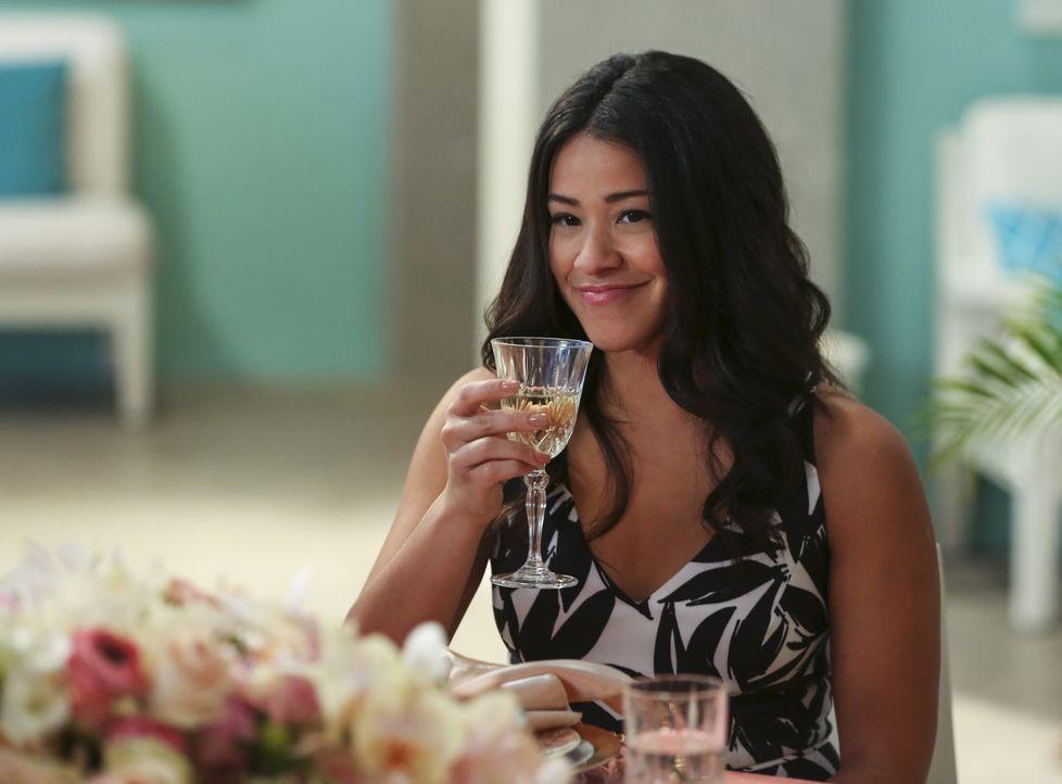 Überlegt, ob sie ihre Beziehung mit Jonathan vertiefen soll und fragt Xo nach einem Ratschlag: Jane (Gina Rodriguez) ... - Bildquelle: 2015 The CW Network, LLC. All rights reserved.