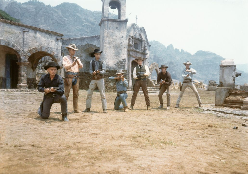 "Die ""glorreichen Sieben"" in Aktion (v.l.n.r.): Chris (Yul Brynner), Vin (Steve McQueen), Chico (Horst Buchholz), O'Reilly (Charles Bronson), Lee (Ro... - Bildquelle: 1960 METRO-GOLDWYN-MAYER STUDIOS INC. All Rights Reserved."