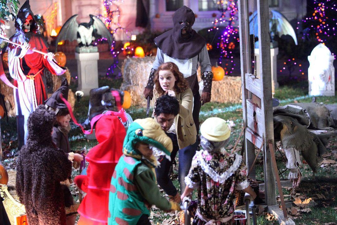 Findet Halloween großartig: Tessa (Jane Levy, M.) ... - Bildquelle: Warner Bros. Television