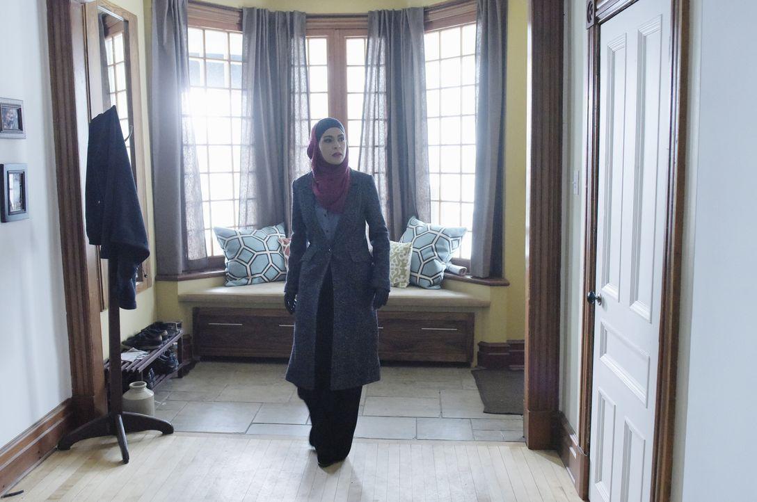 Macht eine gefährliche Entdeckung: Raina (Yasmine Al Massri) ... - Bildquelle: Philippe Bosse 2015 ABC Studios