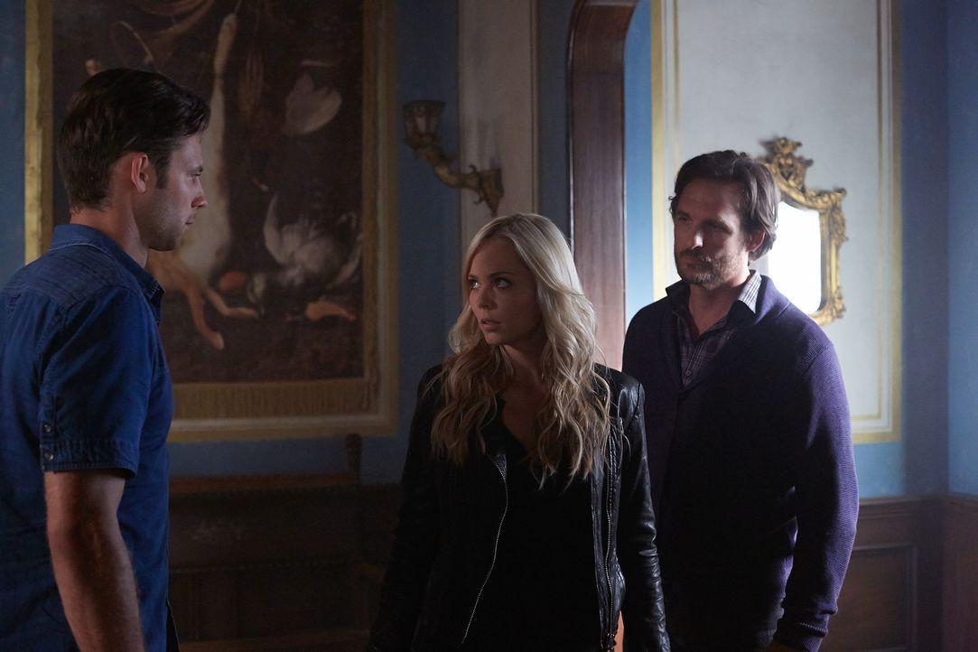 Ihre unterschiedlichen Vorstellungen vom nächsten Schritt sorgen für einige Probleme: Nick (Steve Lund, l.), Elena (Laura Vandervoort, M.) und Jerem... - Bildquelle: 2014 She-Wolf Season 1 Productions Inc.
