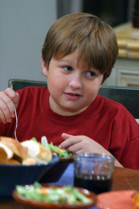Jake (Angus T. Jones) ist vom neuen Freund seiner Mutter sehr beeindruckt und spricht nur in den höchsten Tönen von ihm. Alan fürchtet, sein Sohn... - Bildquelle: Warner Bros. Television