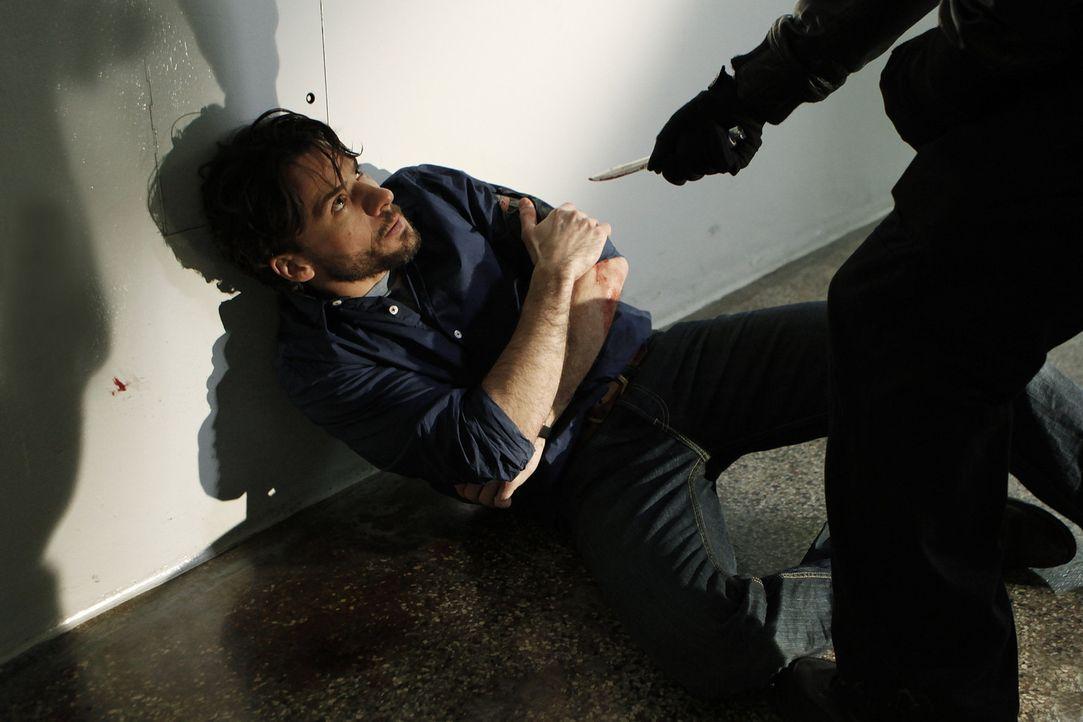Noch ahnt Kommissar Conrad Maschner (Stephan Luca) nicht, dass sich in seiner unmittelbaren Nähe ein wichtiger Mordzeuge und ein gefährlicher Maul... - Bildquelle: SAT.1