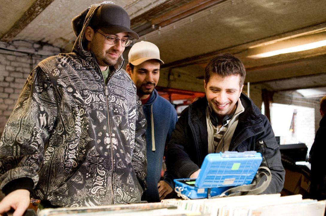 Regisseur Özgür Yildirim, r. mit seinen beiden Hauptdarstellern Sido, l. und B-Tight, M. - Bildquelle: Gordon Mühle 2011 Constantin Film Verleih GmbH