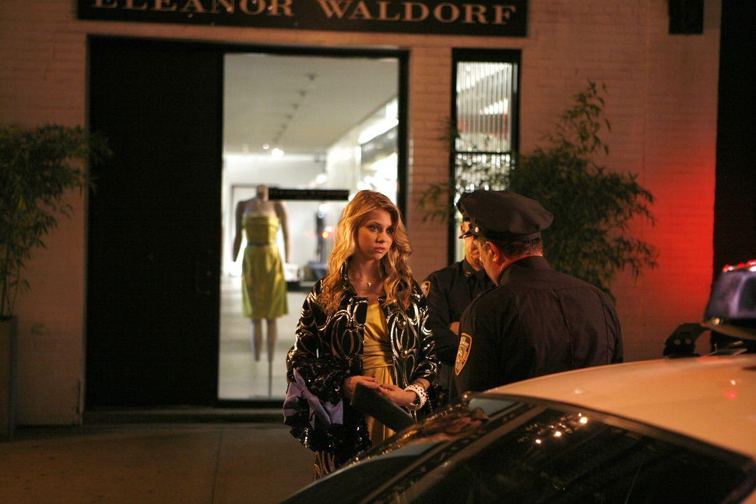 Jenny (Taylor Momsen, l.) wird dazu überredet, in ein Geschäft einzubrechen. Mit etwas Glück kann sich das Mädchen gerade noch aus der heiklen Situa... - Bildquelle: Warner Brothers