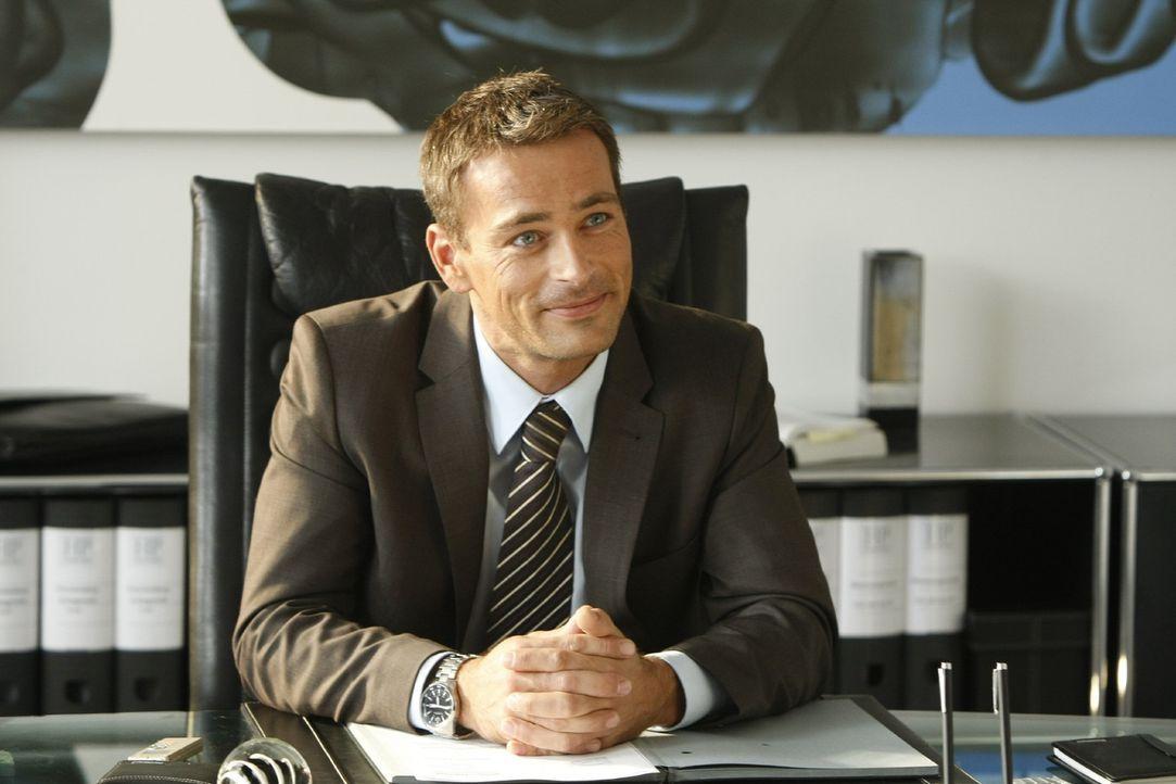 Der attraktive Anwaltskollege Oliver Schmidt (Jan Sosniok) aus der schicken Kanzlei in der 6. Büroetage der Passage, macht Danni das Leben nicht le... - Bildquelle: SAT.1