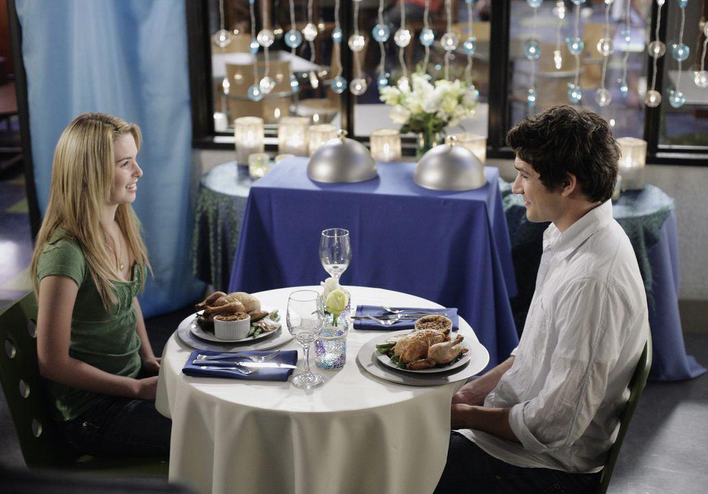 Kyle (Matt Dallas, r.) schmiedet einen besonderen Plan, um mit Amanda (Kirsten Prout, l.), die eigentlich Hausarrest hat, Zeit verbringen zu können... - Bildquelle: TOUCHSTONE TELEVISION