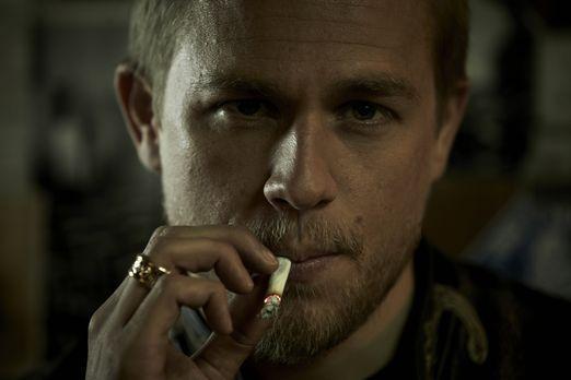 Sons of Anarchy - (4. Staffel) - Jax (Charlie Hunnam) trifft eine folgenschwe...