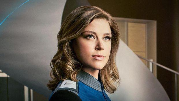 Adrianne Palicki spielt Commander Kelly Grayson in The Orville