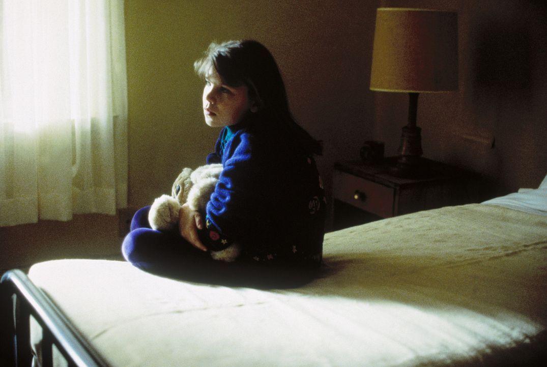 An der Ost- und an der Westküste wird je ein Mann getötet. Beide Mordopfer haben eine Tochter, und diese beiden Mädchen (Erika/Sabrina Kreivins),... - Bildquelle: TM +   Twentieth Century Fox Film Corporation. All Rights Reserved.