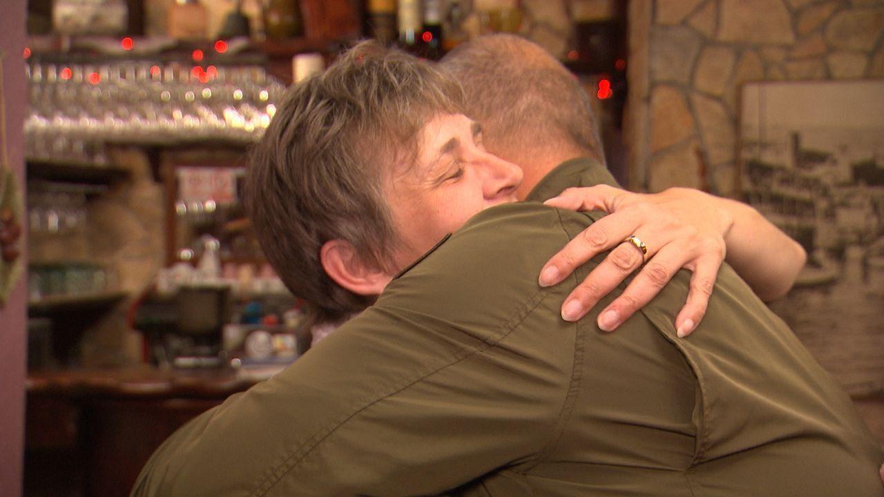 Sabine (l.) und ihr Mann setzen große Hoffnungen auf Frank Rosin (r.). Aber kann er auch dieses Mal helfen? - Bildquelle: kabel eins