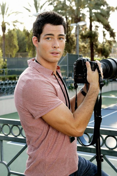 Will (Brian Hallisay), der momentan für einen bekannten Fotografen arbeitet, muss sich ziemlich ärgern, weil Meagan, die er zu einer Veranstaltung m... - Bildquelle: Warner Bros. Television