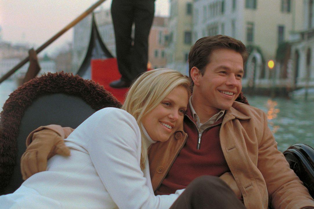 Gelingt es Stella (Charlize Theron, l.) und Charlie (Mark Wahlberg, r.), ihrem Ex-Komplizen die Beute wieder abzujagen? - Bildquelle: TMG