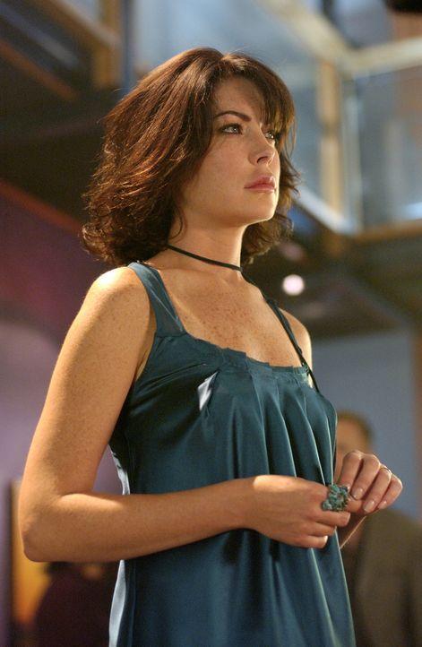 Das ruhige Leben von Col (Lara Flynn Boyle) und ihrem Ehemann Walker wird plötzlich empfindlich gestört, als der Architekt Kim ein neues Haus direkt... - Bildquelle: CBS Studios International. All rights reserved.
