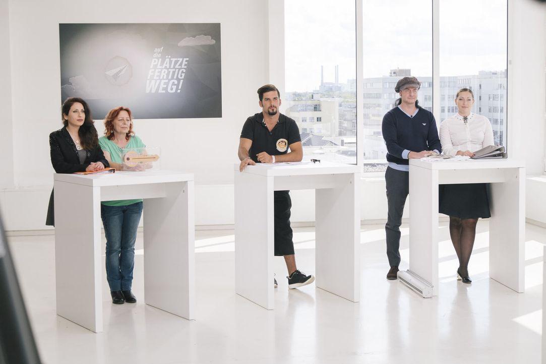 Welche ihrer Business-Ideen hat die besten Erfolgsaussichten? Martina (2.v.l.) und Mirna (l.), Ganna (r.) und Sascha (2.v.r.) und Frank (M.) sind ge... - Bildquelle: Stefan Hobmaier kabel eins