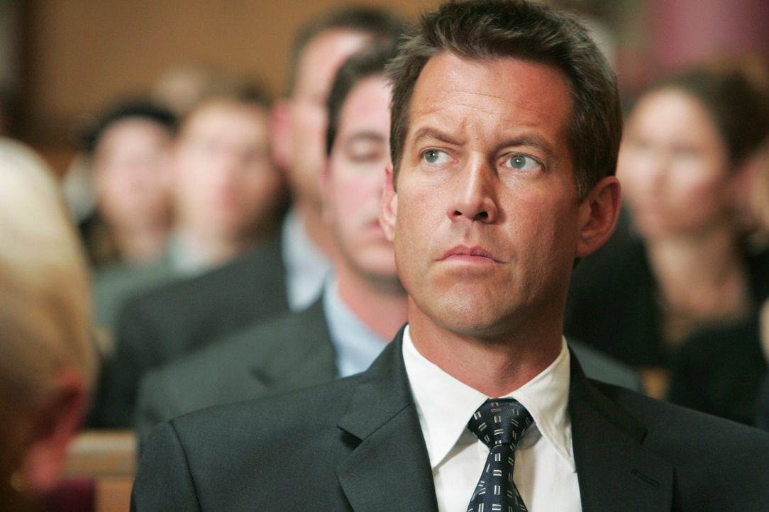 Ist mit den Gedanken woanders: Mike (James Denton) ... - Bildquelle: 2005 Touchstone Television  All Rights Reserved
